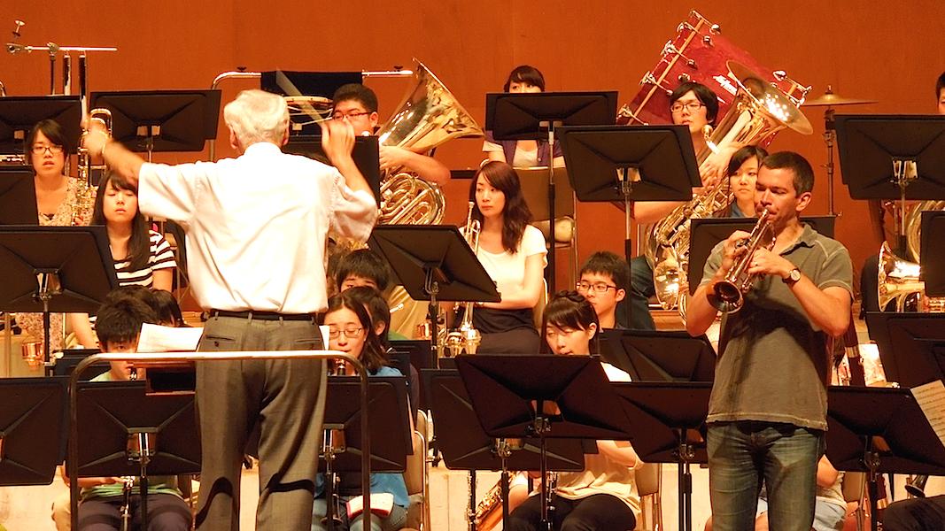 "Chris Martin rehearsing ""Concerto Gaucho"" with Musashino (Ray Cramer)"